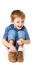 Kid_tying_shoe